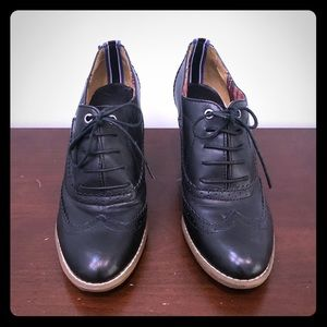 Tommy Hilfiger high heel Oxford shoes